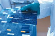 Vorletzter Schritt der Photovoltaik-Herstellung: Die Solarzelle