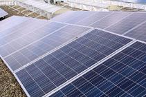 Optimale Ausrichtung auf flachem Photovoltaik-Dach